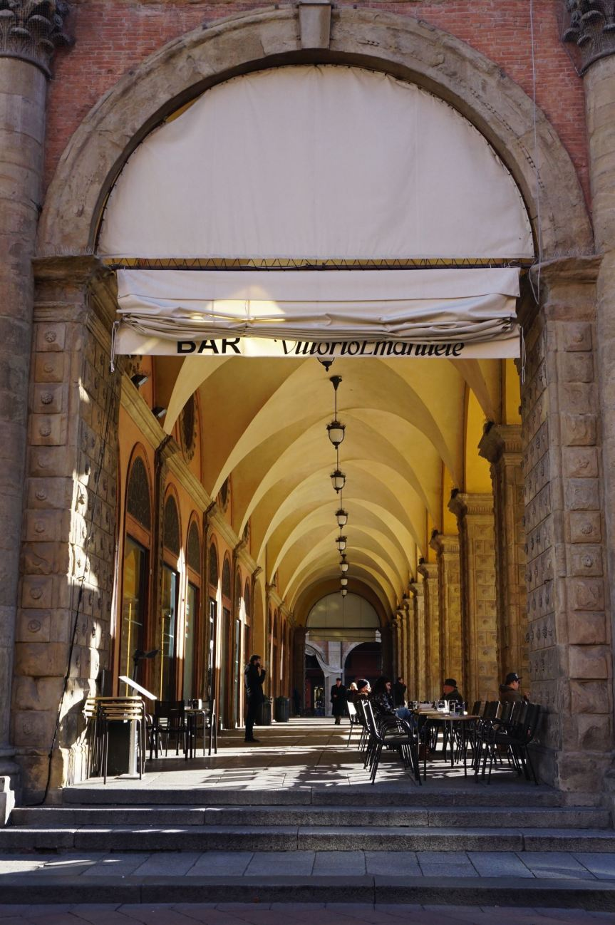 Bologna porticoes and the women's marches